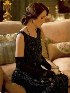 Sleeveless=opera length gloves. Lady Mary is perfection.